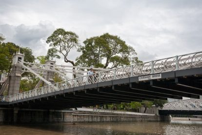 Cavenagh Bridge 01